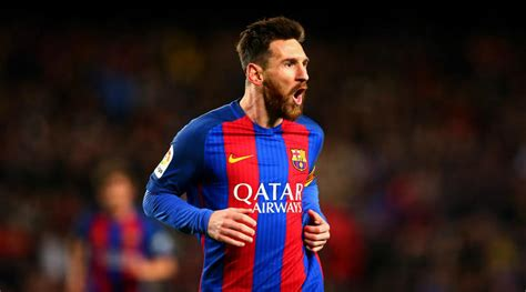 Messi reaches 500 goals for Barcelona with dramatic
